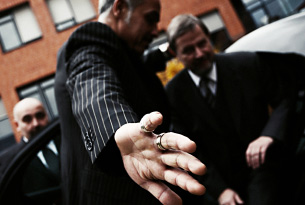 View & book close protection courses!